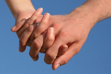 se tenir par la main