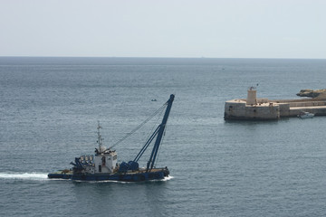 barge entering port