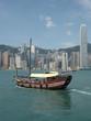 jonque dans la baie de hongkong