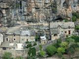village au pied des falaises poster