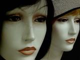 deux visages de mannequins poster