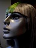 mannequin à perruque verte poster