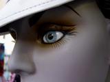 mannequin sous casquette poster