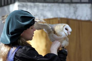 trainer holding an american barn owl