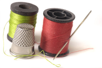 thread thimble and needle
