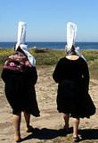 deux bigoudennes a la mer poster
