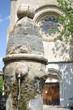 fontaine devant une église