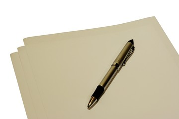 bolígrafo sobre hojas de papel