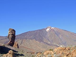 volcán y roca