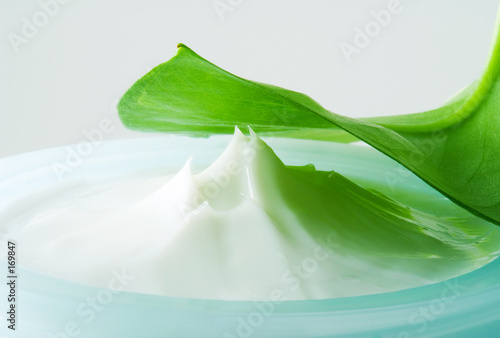 Leinwanddruck Bild close-up of a facial cream (2)