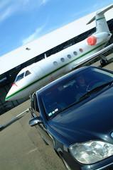 jet privé et voiture