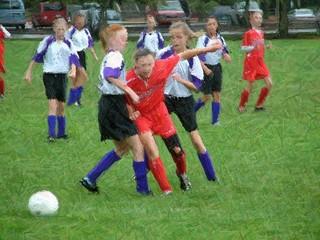 girls soccer(col pencil)_0002.jpg