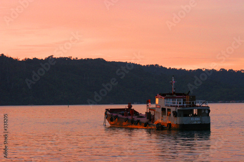 canvas print picture shipwreck at sunset
