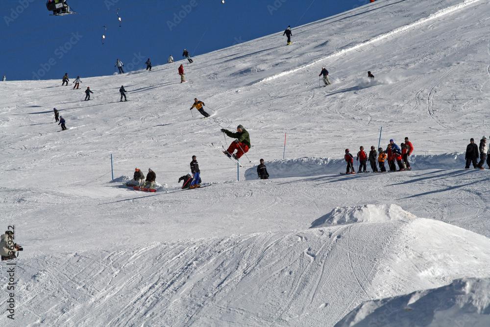 snowboard narty skok - powiększenie