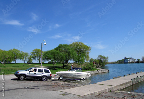 car towing boat out of water - 370211