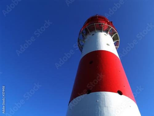 czerwono-biala-latarnia-morska