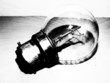 une ampoule brille