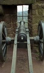 altes kanonenrohr von hinten.
