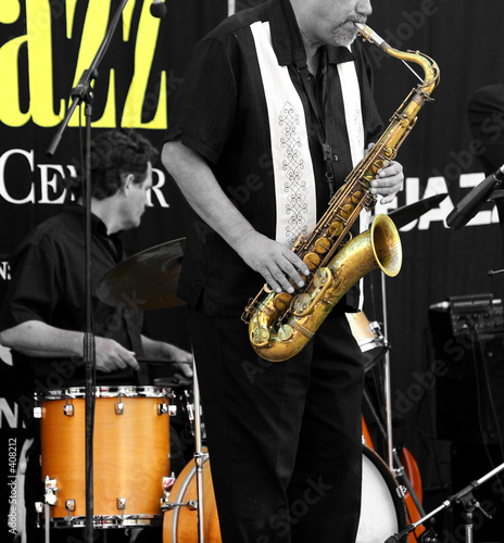 limited color image of a jazz band