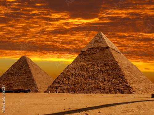 Leinwanddruck Bild dramatic pyramids