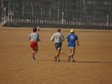 hombres haciendo footing poster