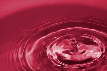 gota de liquido rojo