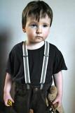 petit garcon en bretelles poster