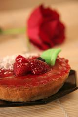 tartelette aux fraises sur fond de rose (2)