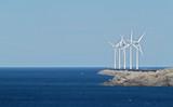 parque eólico junto al mar poster