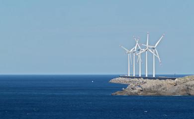 parque eólico junto al mar