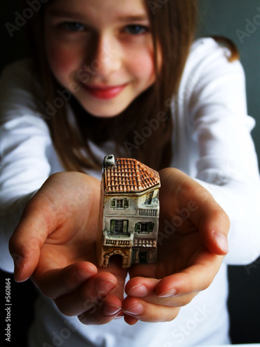 little house on girls hands