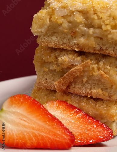apple crumble cakes