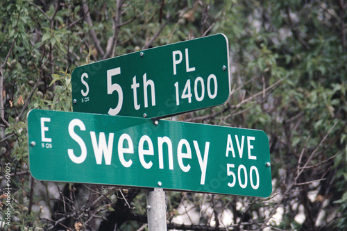 streetsign: 5th place & sweeny avenue