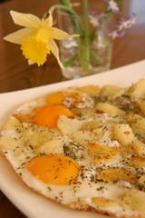 oeufs sur le plats avec une fleur