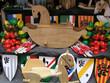caballo, escudos y juguetes de madera