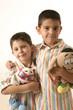 niños con peluches