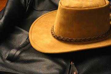 chapeau et blouson