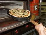 la pizza sort du four poster