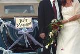 voiture des mariés poster