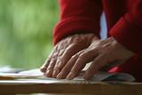 mains et courrier poster