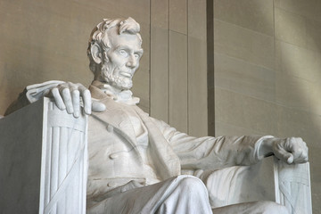 lincoln memorial (right side close-up)