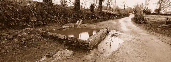lavoir en pierre pres de salers en auvergne
