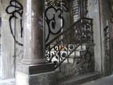 kleine treppe mit geländer poster