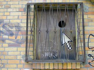 graffiti - pfeil im fenster