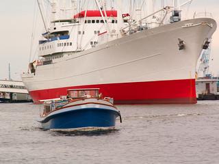 ship and smol boat