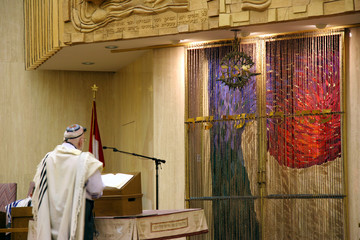rabbi leading prayer in synagogue
