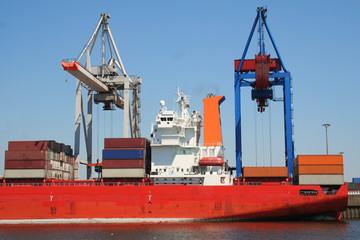 containerfrachtschiff am hafen