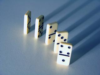 5 dominos