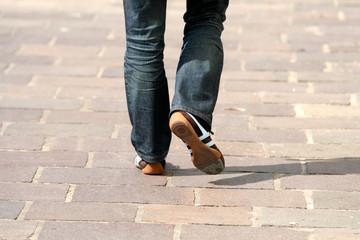 marcher dans la rue