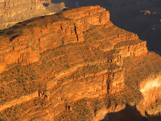 sunrise rock in grand canyon